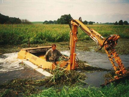 Krautung der Recknitz mit einem Amphibienfahrzeug Ende der 90-ziger Jahre